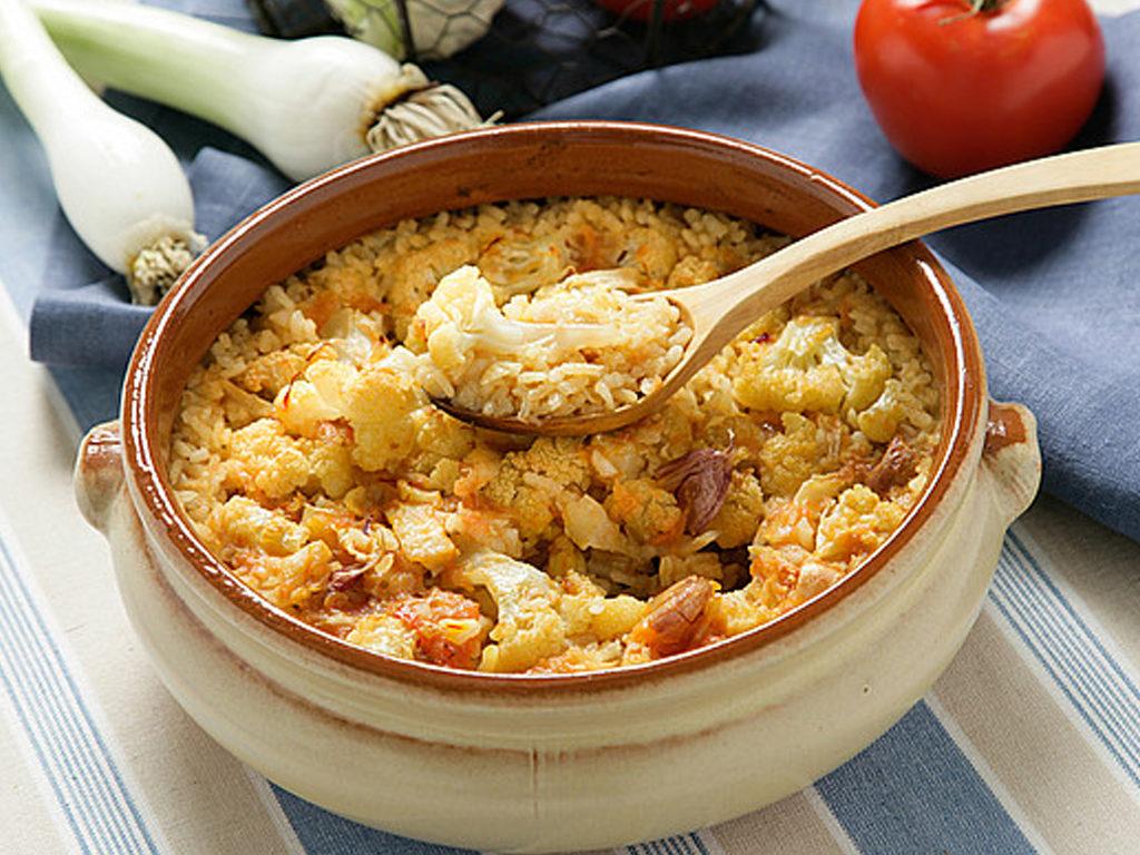 Dusená ryža s treskou a karfiolom