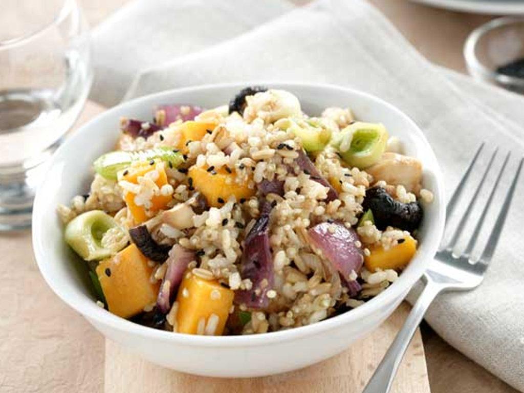 Dusená ryža, so zeleninou a kuracím mäsom