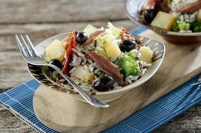 Rýžový salát s ovčím sýrem a ančovičkami
