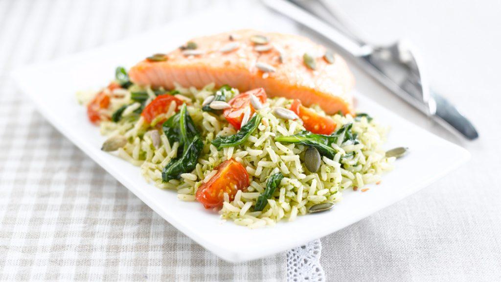 Basmati ryža s lososom a špenátovým pestom